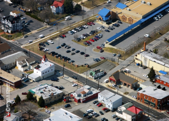 An aerial view above Washington Boulevard. (Photo © Michael G. Stewart)