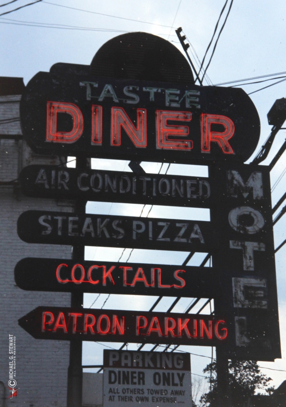 The Tastee Diner's Washington Boulevard sign in 1987. (Photo © Michael G. Stewart)